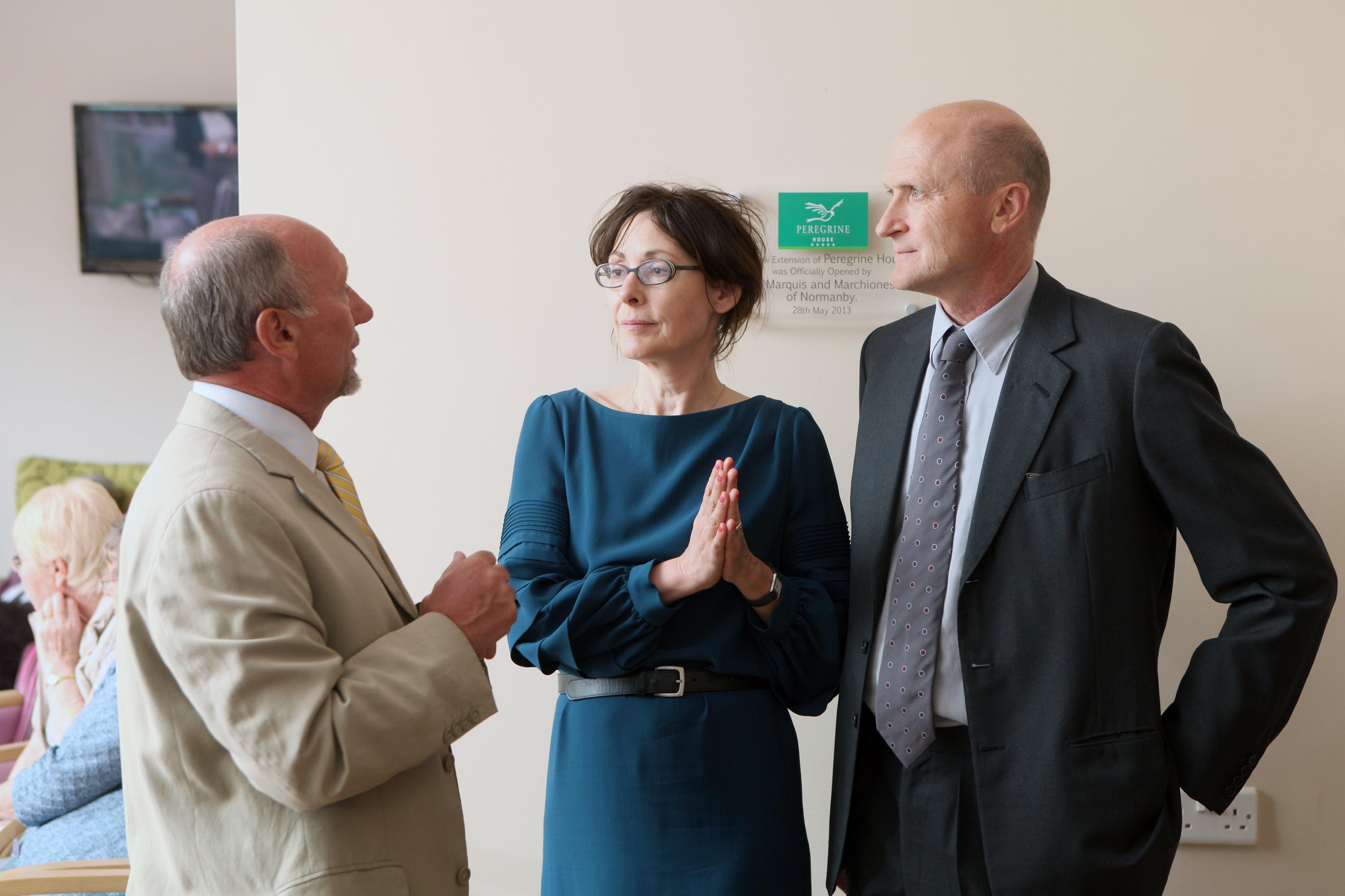 Dr. Kevin O'Sullivan talking with the Marquis and Marchioness of Normanby